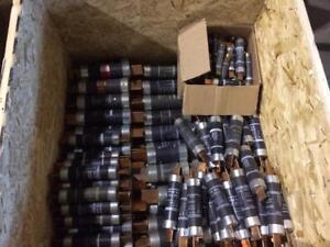 Lot de 653 Fusibles Gould 600V et 250V --- Lot of 653 Gould 600V and 250V fuses
