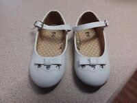 White Bow Shoes size 6 AS NEW
