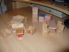DOLLS HOUSE WOODEN FURNITURE X 14 (LOT F)