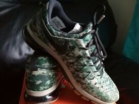 Nike Fingertrap Max New's size 9
