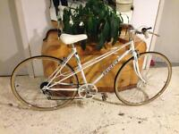 Vintage ladies Peugeot Road Racing Touring classic town city bike