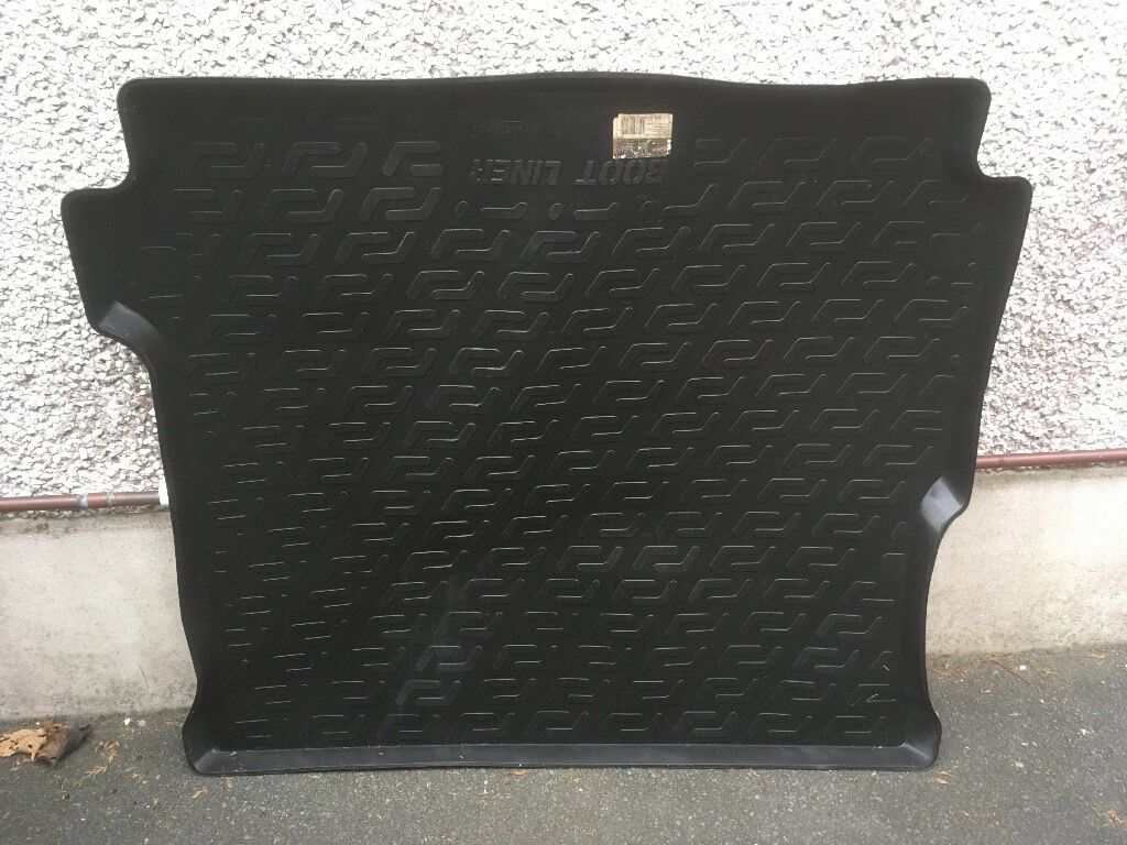 Land Rover Disco 3, plastic boot liner.