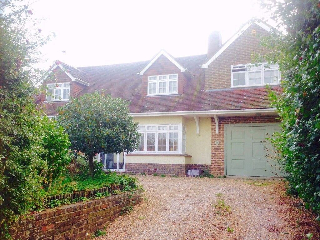 Large Detatched Country House available short term