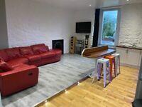 Beautiful large 3 bedroom flat overlooking Glasgow green