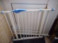 lindam pressure fix stair gates