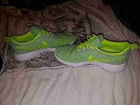 Nike air Roshe flyknits size 7
