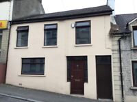 TO LET NICE 3 BEDROOM TERRACED HOUSE IN DROMORE STREET RATHFRILAND OFCH PARTLY FURNISHED NEAR SHOPS