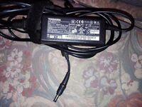 Original Toshiba PA3467E-1AC3 PA3467E-1AC3B AC Adapter Charger