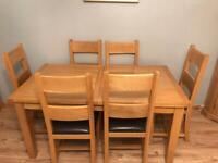 Solid Oak, 6 seater extending dining table