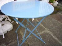FOLDING METAL TABLE + 3 PLASTIC CHAIRS