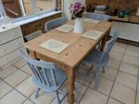 Beautiful pine wood table and 4x chairs