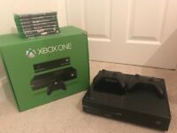 Xbox One with 2 controllers incl. games