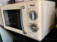 SWAN RETRO 800w MICROWAVE FREE DELIVERY