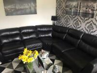 IMMACULATE BLACK CORNER COUCH