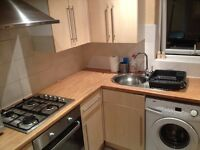 LARGE DBL.ROOM FOR COUPLE IN 3BED FLAT JUST 8 min.walk to MANOR HOUSE!
