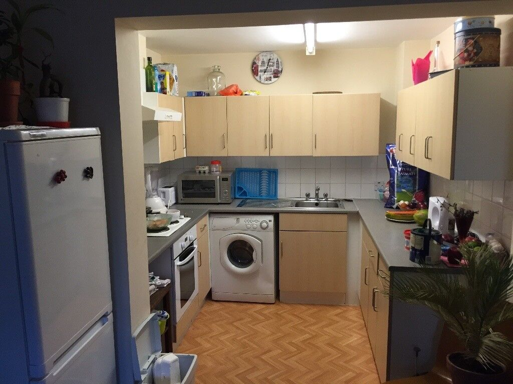 Double room available in Stratford 5 mts walking to Station,all bill incl,£550 per Month,2 people