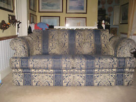 Traditional 3 Seater Sofa In Good Condition