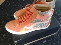 BIG SHOE / TRAINER CLEAR OUT - size 6 hi top Vans with rare floral print