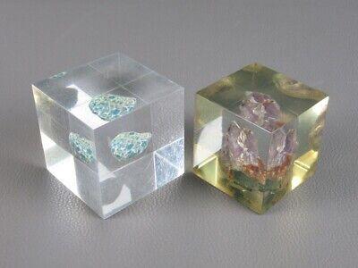 2 Vintage Esculturas Tope Cartas Plexiglás Lucite Con Piedra Mineral Sumergible