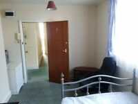 FLAT TO RENT (PLYMOUTH)