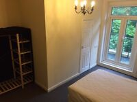 STUDENTS WELCOME Double Rooms with en suite and kitchenettes 140 - 180 pwk - NO DEPOSIT