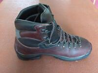 Scrapa walking boots size 44