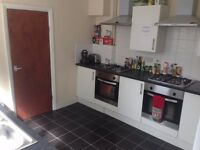 clean double rooms close to Peoples Park, colleges and town center. Bills and Wifi included