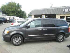 2016 Chrysler Town & Country Touring-Leather, DVD