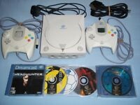 sega dreamcast console with 5 games 2 pads
