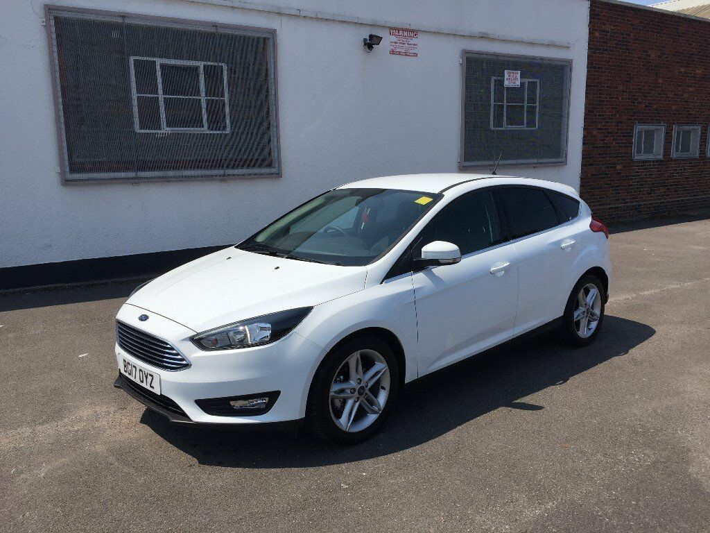 2017 ford focus zetec edition 1 0 ecoboost 5 door white minor damaged salvage in leyton. Black Bedroom Furniture Sets. Home Design Ideas