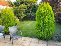 1 bedroom in Green Lane, Addlestone, KT15 (#1164096)