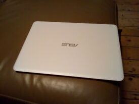ASUS - Zenbook UX305 13.3inches Laptop - White