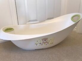 Great condition baby bath and matching top-to-toe wash basin