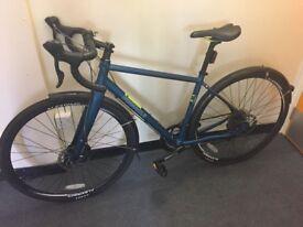 Brand new pinnacle arkose ladies / gents entry level road bike disc brakes carbon forks bargain