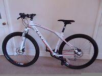 BRAND NEW condition GT Karakoram Elite (47cm, M frame) 29er Hardtail Mountain Bike