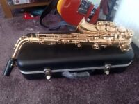 ELKHART ALTO SAXOPHONE WITH HARD CASE....hardly used ..another failed Baker Street player !!!