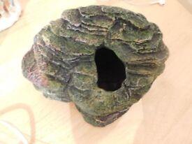Reptile vivarium hide