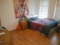 Lovely 2 bed Cottage and parking Central Headingley 50 metres Headingley taps 1st of July