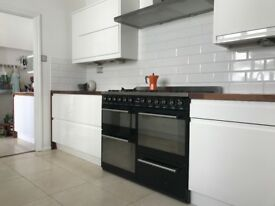 Remo High gloss handless kitchen units in White