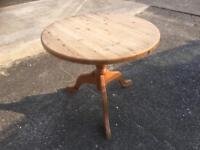 Pine circular tripod table