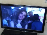 SAMSUNG 32 LED TV WITH SLIGHT FAULT/NO REMOTE/COMES WITH GLASS STAND AS SHOWN IN PICTURES NO OFFERS