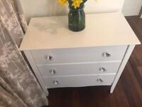 Chest of drawers white in immaculate condition