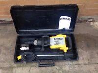 Dewalt 110v Variable Speed Demolition Hammer Breaker in GOOD Condition