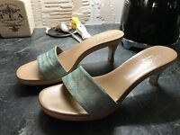 Designer Gucci Canvas/Leather/Wood Open Toe Sandals With Gold Heel uk5 eu38
