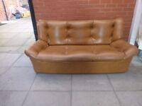 A Retro Chesterfield Style Gold/Tan 2/3 Sofa Settee