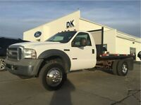 2005 Ford F-550 XLT Flat Deck with Under 2300 Hours with 5th Whe