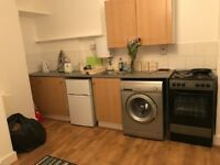 ONE BEDROOM FLAT TO RENT ON GROUND FLOOR WITH SEPARATE ENTRANCE ALL BILLS INCLUDED AVAILABLE NOW