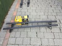Totus roof bars and connection kit for a Mazda 3 or Ford Focus