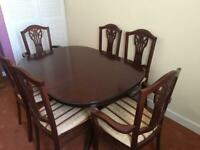 Mahogany extending Dining Table and 6 chairs (2 are carvers)