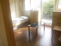 £95pw ensuite room to share with French girl , 1min walk to Dalston Junction